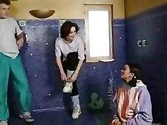 2 Girls En Boy On The Shower
