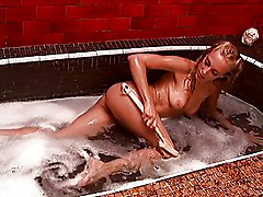 Blonde Wants Sex After The Bathtub