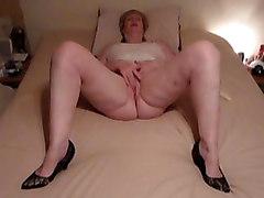 Mature Rubbing To Orgasm