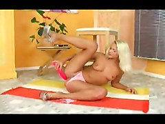 Blond Hottie Fingering And Dildoing