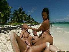Threesome In Paradise
