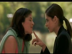 Sarah Michelle Gellar And Selma Blair Kiss