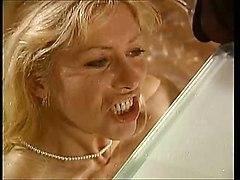 Piss  Femmes Matures   Scene 3