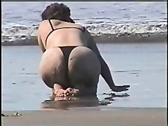 19-1- Wife In The Beach