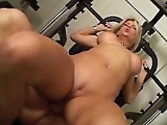 She Is So Hot - Vicky Gym Sex!