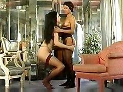 Deux Jolies Lesbiennes